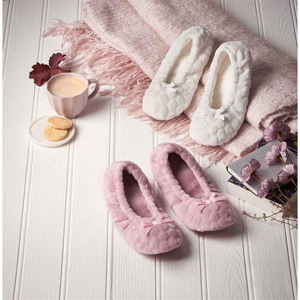 Avon Faux-Fur Non-Slip Slipper Socks - Medium (size 5-6)